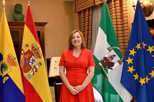 https://www.palmadelrio.es/sites/default/files/alcaldesa.jpg