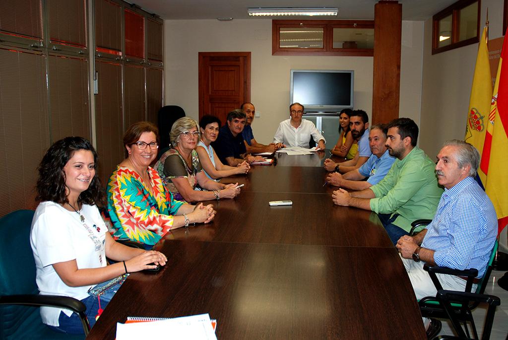 Acto de la firma de los convenios de colaboración con las seis entidades palmeñas de interés social
