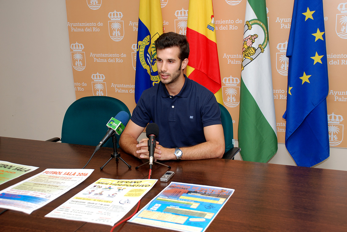 El concejal de Deportes, José María Parra Ortiz, en rueda de prensa