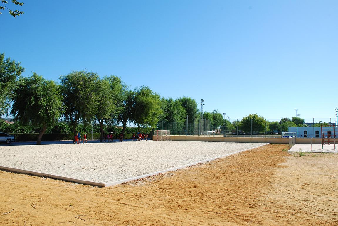 La nueva pista de deportes de playa en la Zona Polideportiva Municipal