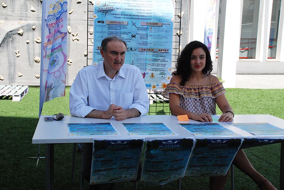 El alcalde y la concejala de Juventud presentan el Verano Joven 2016