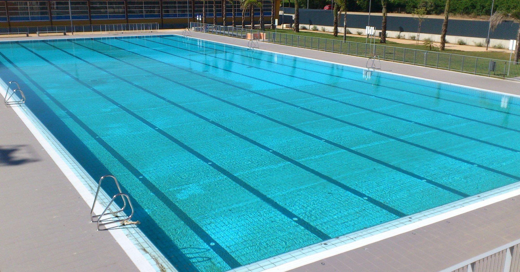 Rea de piscinas al aire libre palma del r o for Piscina 50 metros barcelona