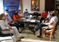 La alcaldesa y el presidente del Instituto Municipal de Bienestar Social firman los convenios con representantes de las asociaciones y colectivos palmeños